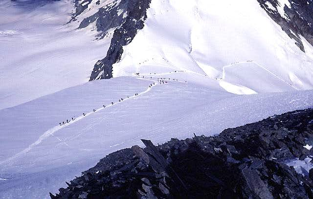 Allalinhorn, hoards on Normal Route