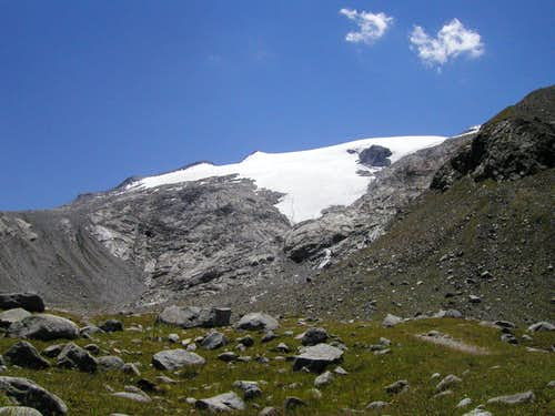The view up to Westlicher Reiserferner glacier.