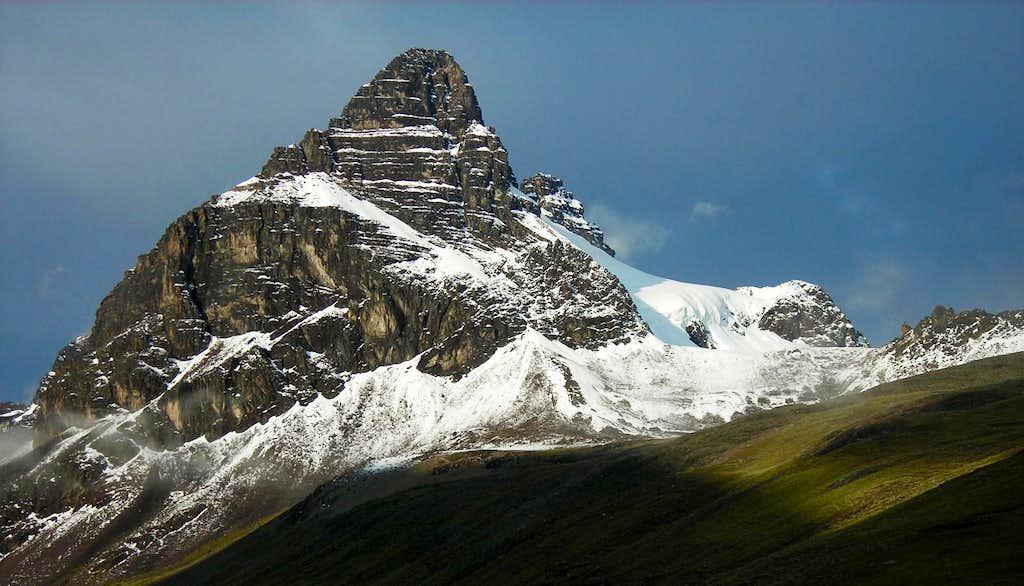 Aguja Negra (5336m)