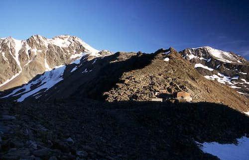Similaun Hut (3019 m), west...