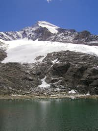Roetspitze / Pizzo Rosso, 3495m with Rötsee lake.