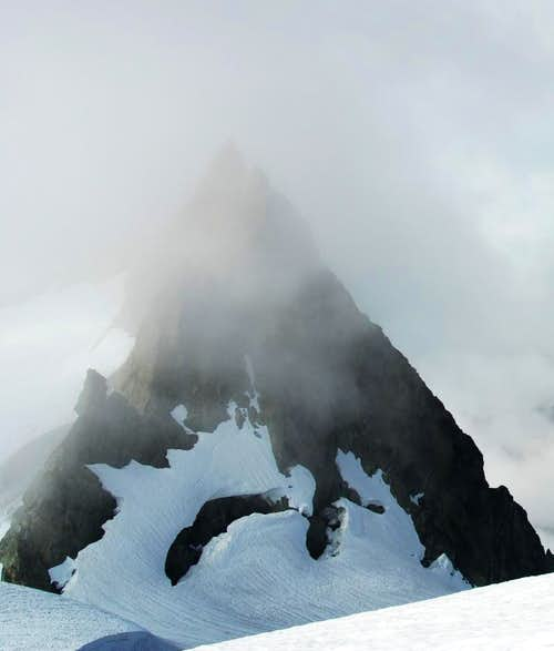 Crags near Hell\'s Highway Exit on Sulphide glacier.