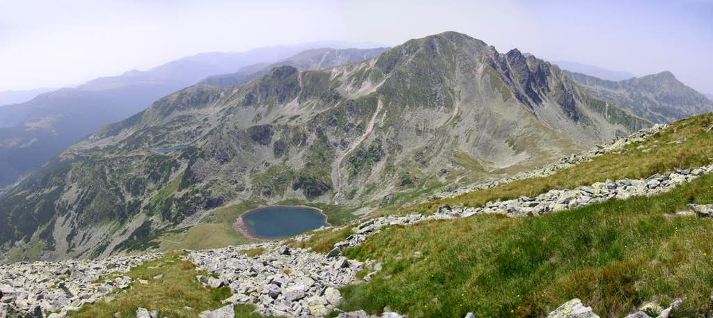 Peleaga peak and its lakes