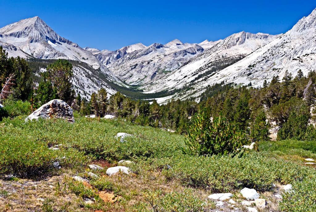South Fork Kings River Basin between Bench Lake and Cartridge Pass
