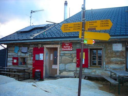 Lötschenpass Hütte