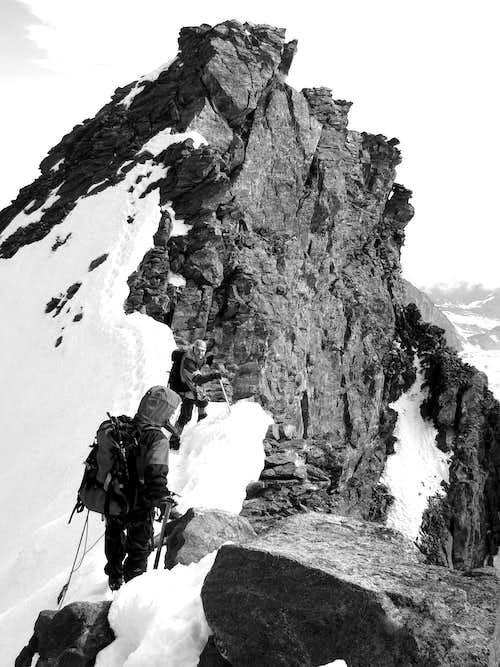 Airy ridge below Rimpfischhorn summit