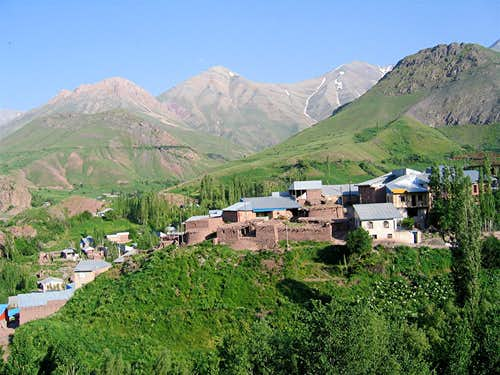 Nahiyeh Village
