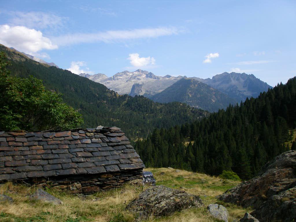 Cabaña de Culrueba and Picos de Eriste