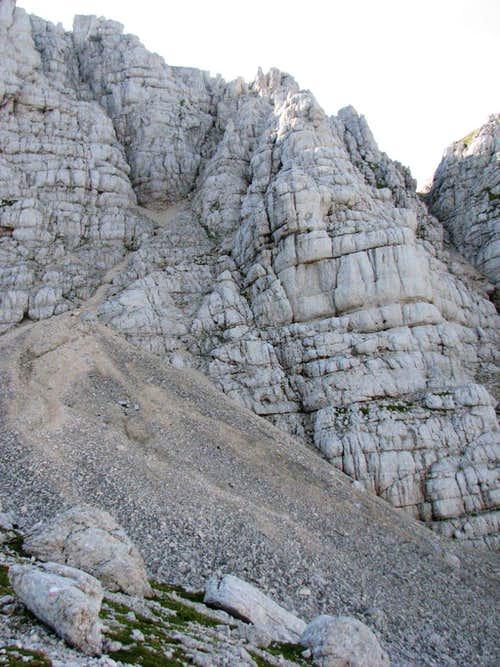 The part of the west face where ferrata Ceria Merlone comes on the upper ridge.