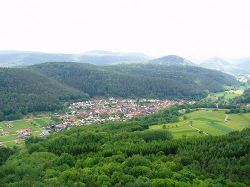 The top-view from the Westturm, with Vorderweidenthal and his valley !