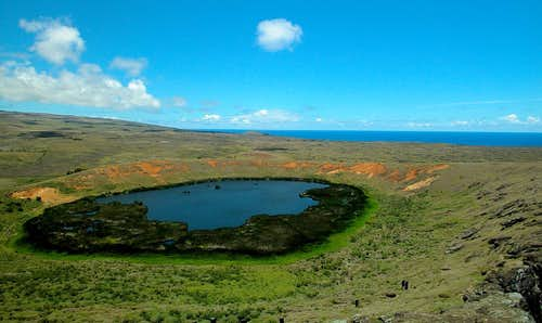 Rano Raraku Lake