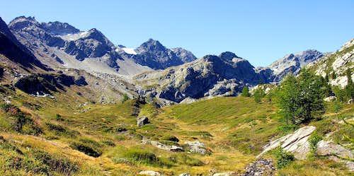 Il versante est della catena del Valeisan o Mont Freduaz