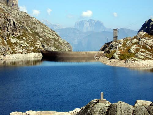 Hiking route around the Aviasco Valley and his artificial lakes