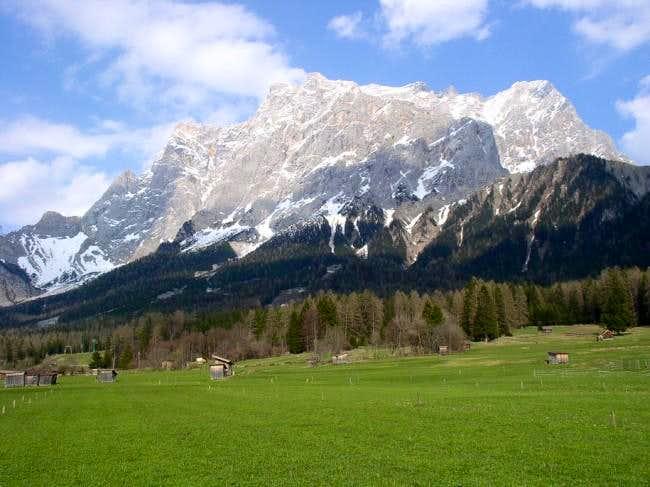 Zugspitze seen from Ehrwald /...