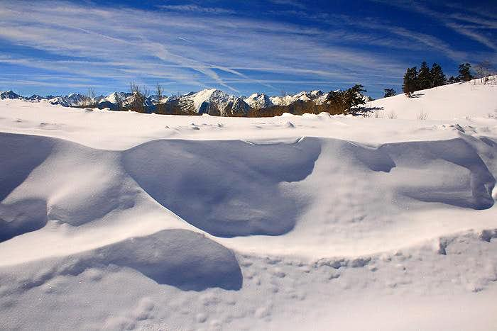 Gores above the snow