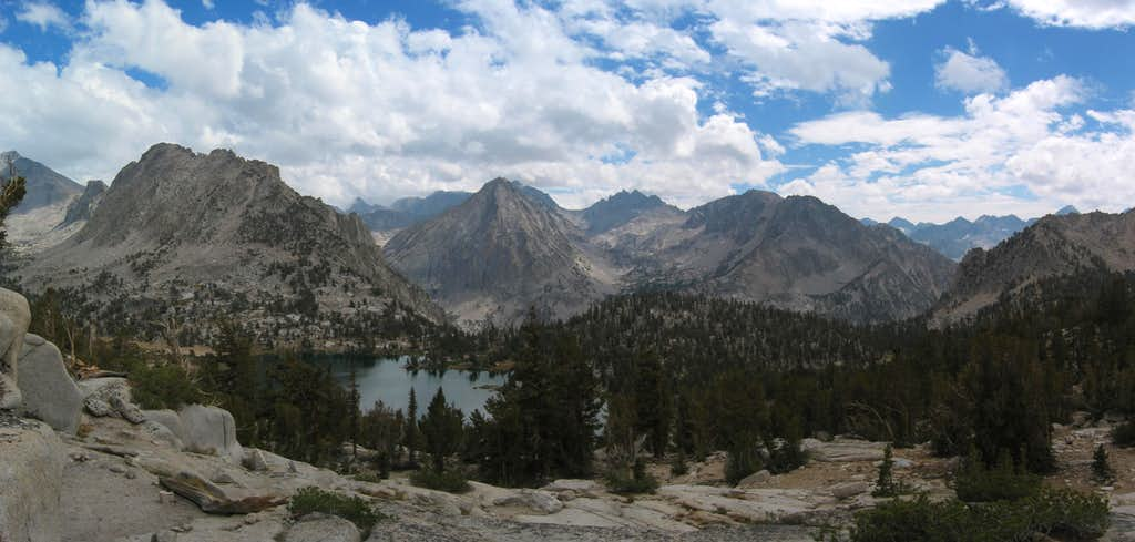 Panorama of East Vidette from Kearsarge Pass Trail