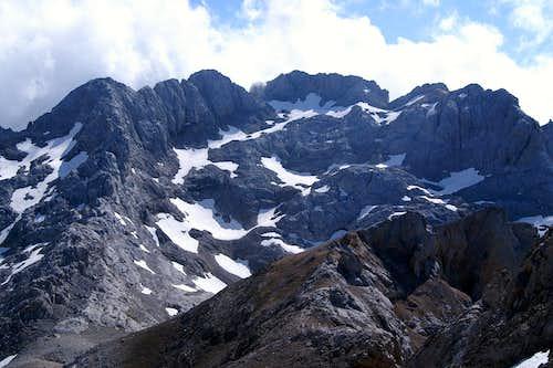 Macizo Del Llambrión from Pico Tesorero