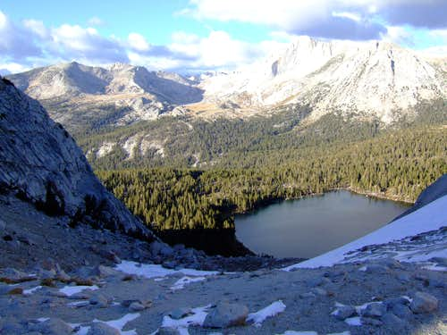 Moutain pass in Yosemite near the young lakes