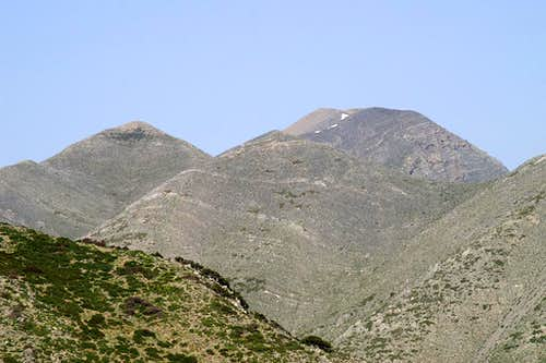 Mavri (1828m) in front of  Melindaou (2133m)