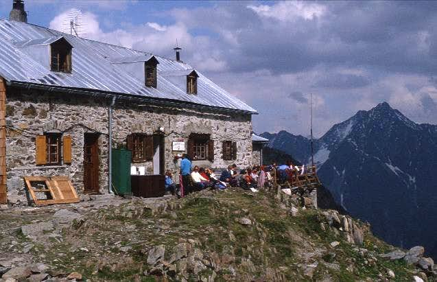 Kaunergrat hut (2811 m,...