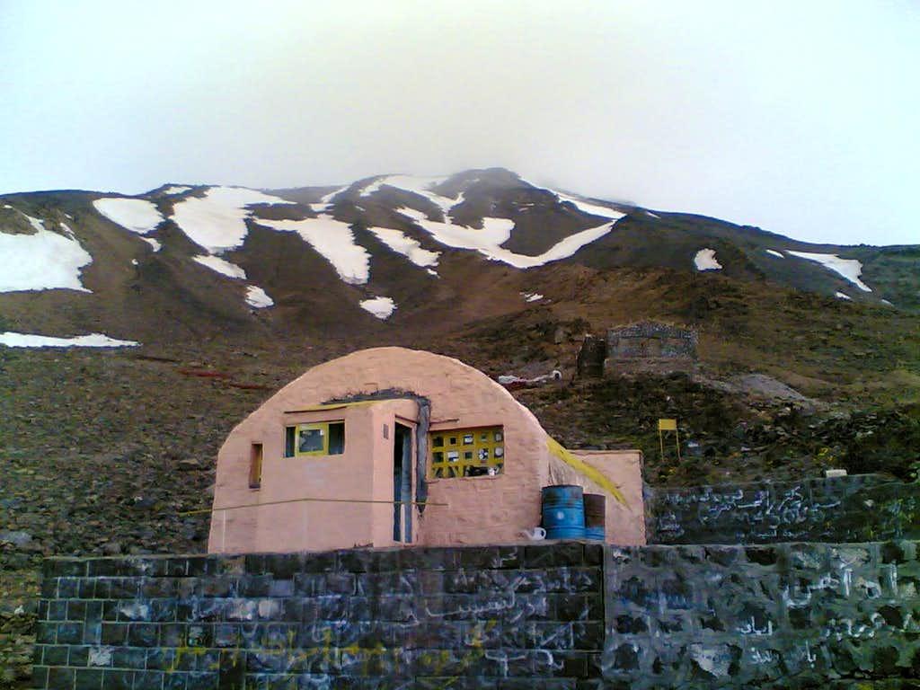 Damavand's southern shelter