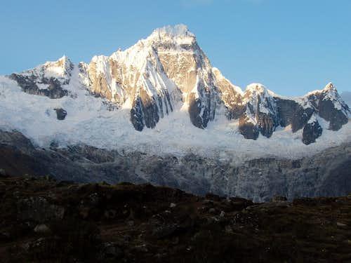 Taulliraju, 5830m