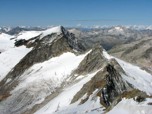 View from the summit ridge of Grosser Geiger, 3360m
