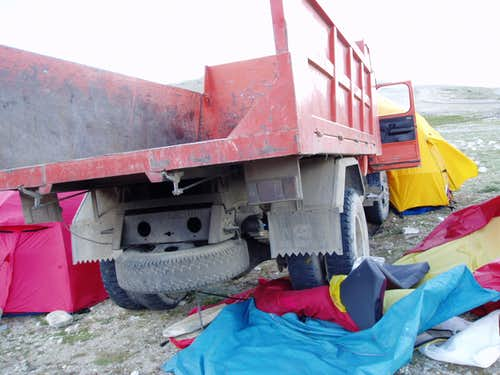 Accident at Cho Oyu basecamp 2