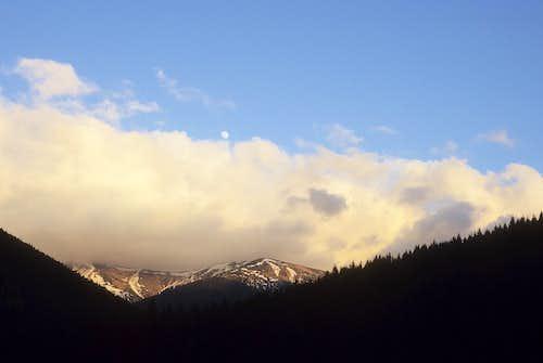 Cloudish - moonish