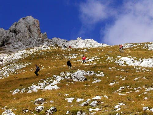 The SP members descending from Dovski Kriz, 2542m.