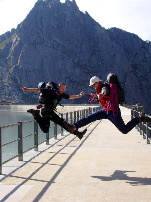 Jumping Albigna dam