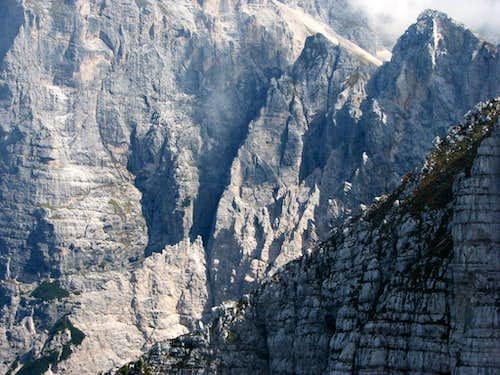 Wild ridge of swords in Curtissons, 2240m.