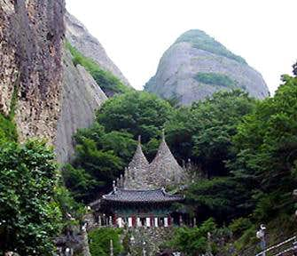 Tapsa Temple and East Peak of Mt. Maisan