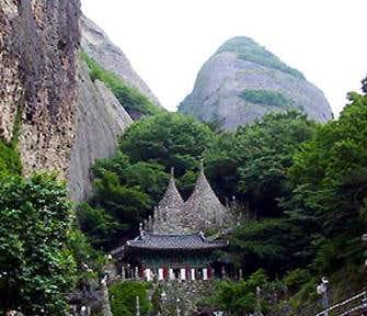 Tapsa Temple and East Peak of Mt. Maisan