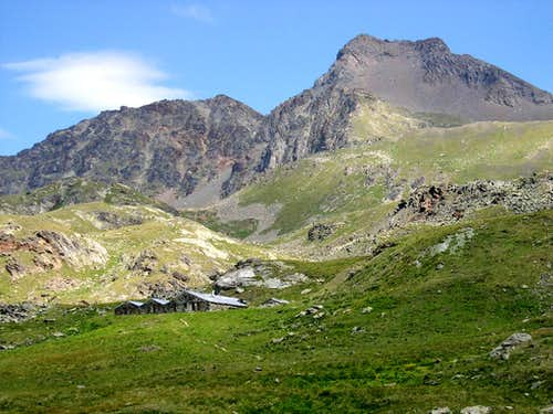 Punta di Leppe in the background