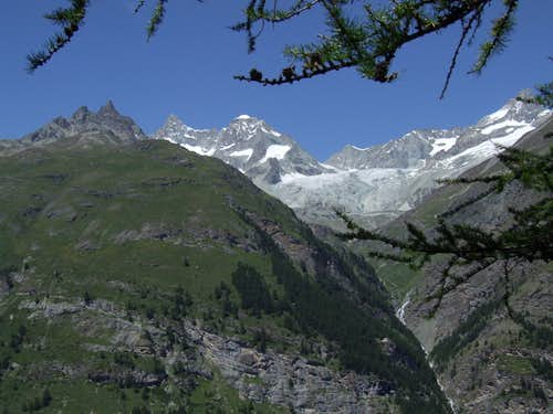 Obergabelhorn and Wellenkuppe with Valley Approach