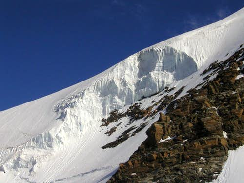 The seracs on the south side of Castor, 4226m.