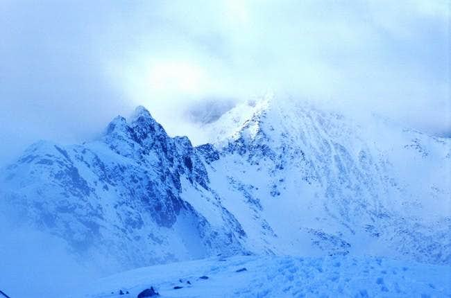 Looking back along the Aonach...