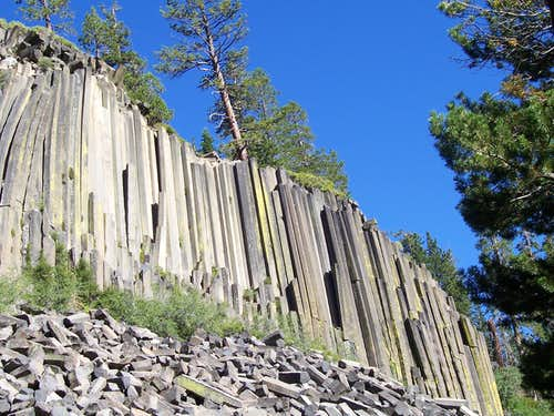 A full view of the Main Postpile