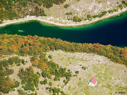 Skrka Hut in Skrka Lakes Valley