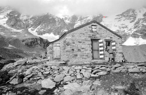 Weisshorn. Arpitetta hut. Red...