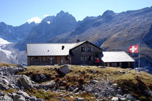 Jumping Albigna hut