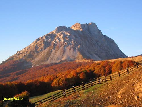 Autumn colours below Komovi