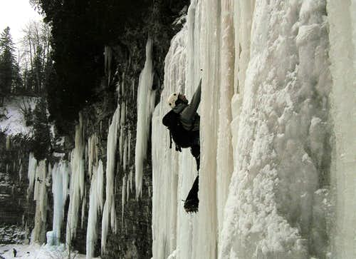 Dan ice climbing in Pont Rouge