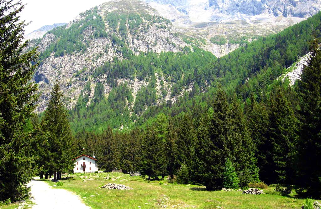 The refuge Brasca in Val Codera.