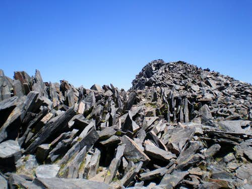 Jagged rock on the Kuna summit