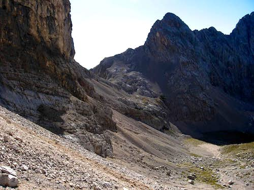 The Forcella delle Sasse and Cima della Moiazzetta della Grava on the right.