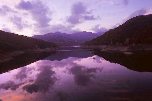 Antola from Brugneto lake