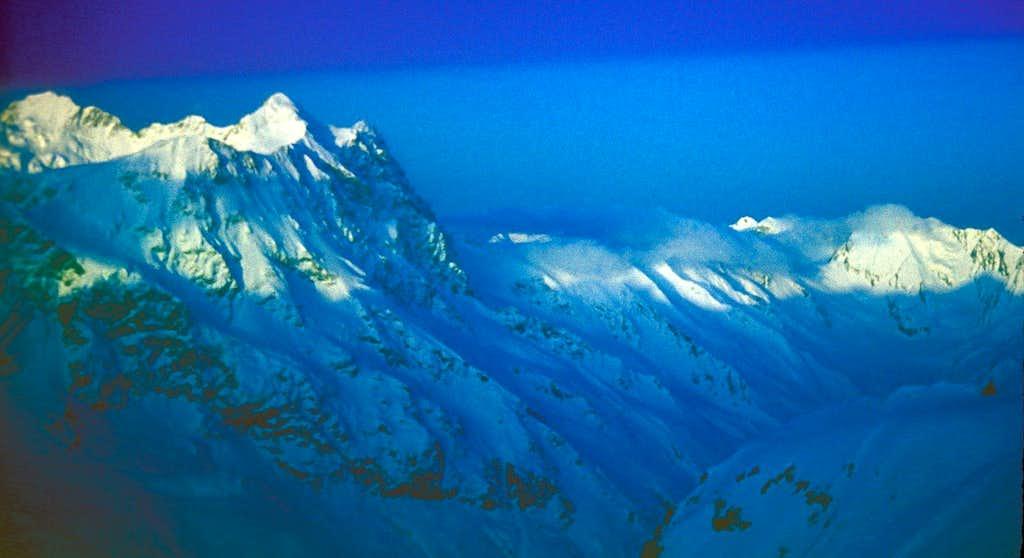 Dawn on Laboda (4374m) and Gezetau