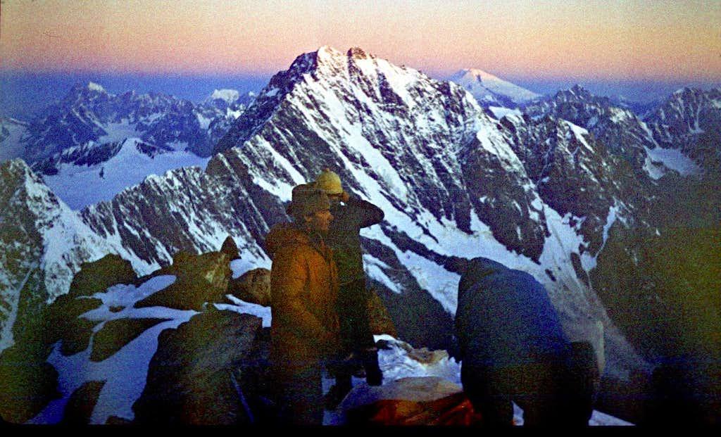 Dawn on Tikhtengen (4610 m)